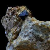 Uraninita<br />Sierra Albarrana, Hornachuelos, Comarca Valle Medio del Guadalquivir, Córdoba, Andalucía, España<br />Cristal de 4 mm.<br /> (Autor: Antonio Carmona)