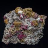 Vesuvianite, GrossularSierra de las Cruces, Distrito Minero Sierra Mojada, Municipio Sierra Mojada, Coahuila (Coahuila de Zaragoza), México7.5 x 6.8 cm (Author: am mizunaka)