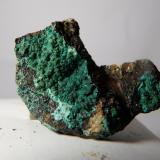 Malaquita y Magnetita<br />Mines de Can Montsant, Can Montsant (Massís del Montnegre), Hortsavinyà, Tordera, Maresme, Barcelona, Catalunya, España<br />2,8 x 2,1 x 1 cm<br /> (Autor: heat00)