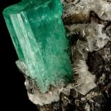 Beryl (variety emerald), Calcite, Parisite, Aragonite(?)<br />Muzo mining district, Western Emerald Belt, Boyacá Department, Colombia<br />38x40x31mm, xl=15x10mm<br /> (Author: Fiebre Verde)
