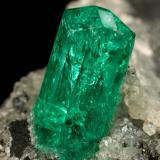 Beryl (variety emerald), Calcite<br />Chivor mining district, Municipio Chivor, Eastern Emerald Belt, Boyacá Department, Colombia<br />25x25x32mm, xl=8x3mm<br /> (Author: Fiebre Verde)
