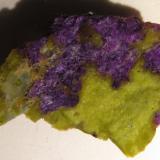 Stichtite in serpentine (lizardite?)<br />Dundas, Zeehan District, West Coast Council, Tasmania, Australia<br />3 x 2 x 0,7 cm<br /> (Author: kakov)