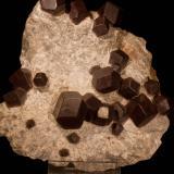 Granate<br />Tirol, Austria<br />17 x 13 x8,5 cm<br /> (Autor: Carles)