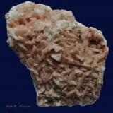 Dolomita (variedad dolomita ferrífera)<br />Grupo Minero El Cobre-Igualdad-Matacabras, Distrito Linares-La Carolina, Bailén-Guarromán, Comarca Sierra Morena, Jaén, Andalucía, España<br />10 x 7 x 4 cm.<br /> (Autor: Ricardo Fimia)