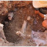 Y esta foto es ya abierta la geoda y trabajando para sacar las enormes muestras que de allí salieron. Julio 2001 (Autor: Rafa Muñoz(mineralvarado))