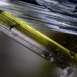 Actinolita, EpidotaGlaciar Miage, Valle Veny, Macizo Monte Bianco (Macizo Mont Blanc), Courmayeur, Valle de Aosta (Val d'Aosta), ItaliaCampo de visión 2,2 mm. (Autor: Juan Miguel)