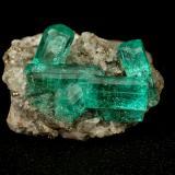 Beryl (variety emerald), Calcite, Quartz<br />Chivor mining district, Municipio Chivor, Eastern Emerald Belt, Boyacá Department, Colombia<br />largest xl=11mm<br /> (Author: Fiebre Verde)