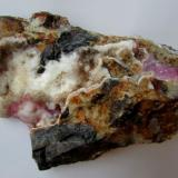 Calcita (variedad cobaltífera)<br />Mina Solita, Peramea, Baix Pallars, Comarca Pallars Sobirà, Lleida/Lérida, Catalunya, España<br />9 x 6 cm.<br /> (Autor: phrancko)