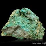Turquesa (variedad rashleighita)<br />Pozo Gunheath China Clay, Stenalees, Treverbyn, Distrito St Austell, Cornwall, Inglaterra / Reino Unido<br />87 x 62 x 46 mm.<br /> (Autor: Rafael Galiana)